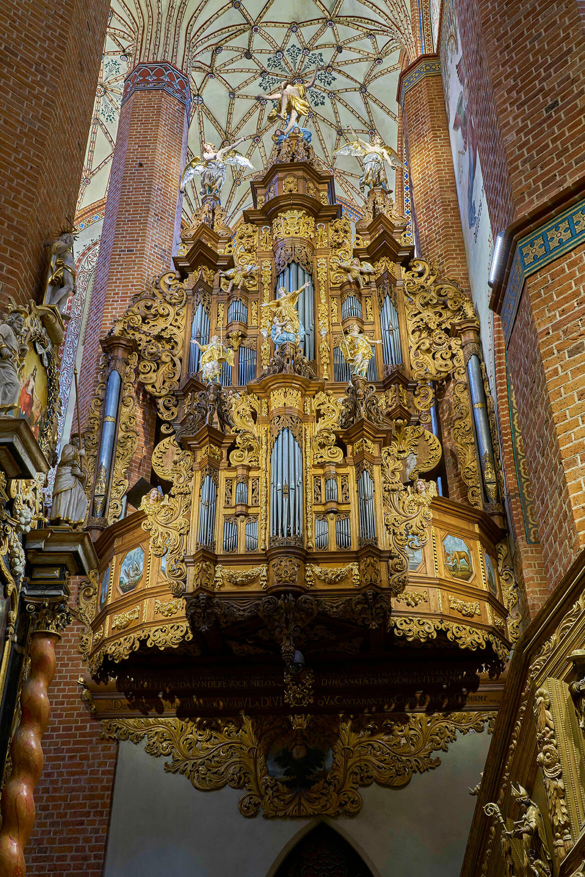 The front of Baroque side organs